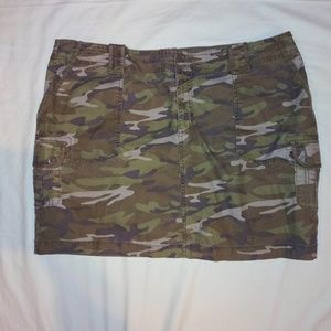 Plus size OLD NAVY camo skirt. SIZE 20